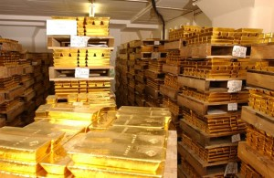 Gold trading outlook: futures edge lower ahead of key data