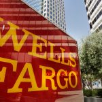 Wells Fargo shares fall a second straight session on Monday, holding ordered by the OSHA to rehire former bank manager