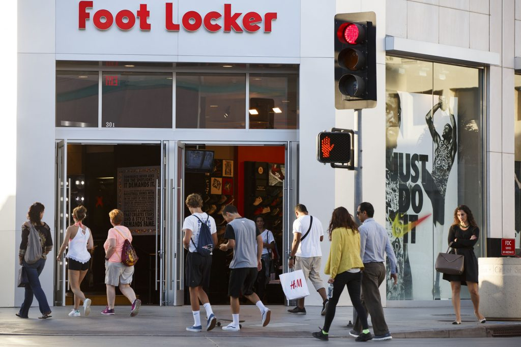 Foot Locker, Inc. (FL) added to 77 new portfolios