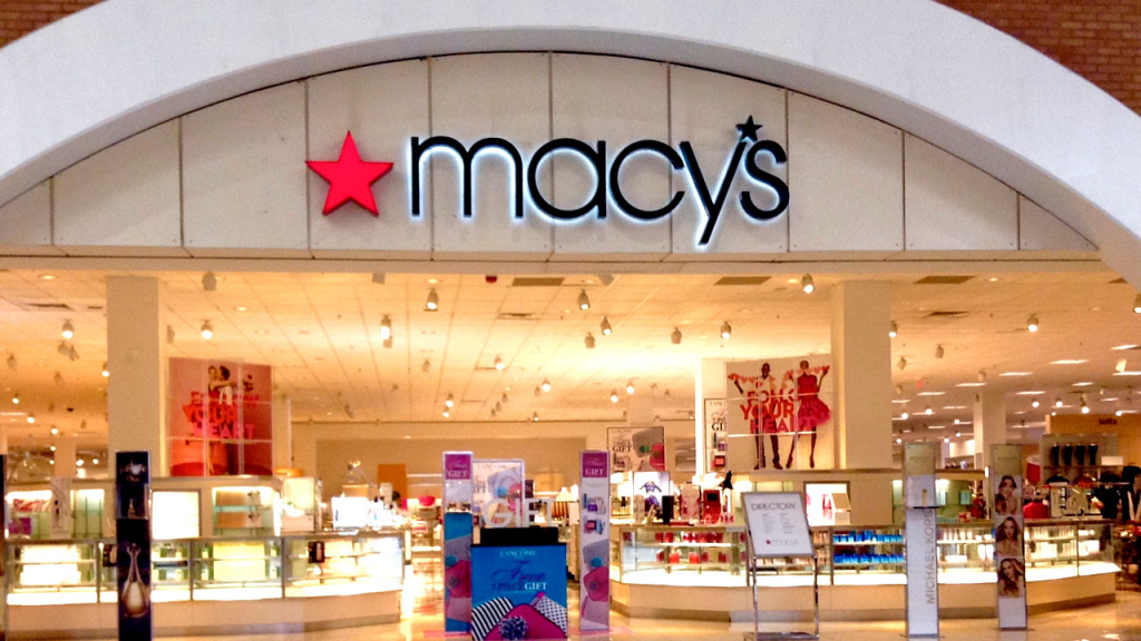 Macy's makes big bet on off-price