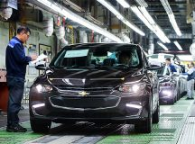 General Motors shares fall for a fourth straight session on Friday, company's South Korea unit to slash 5 000 jobs at several facilities