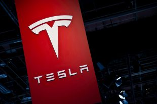 Tesla shares gain for a second straight session on Friday, delivery rate reaches 1 000 vehicles per day, Electrek reports