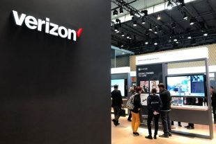 Verizon shares fall the most in a month on Tuesday on larger-than-expected subscriber loss, first-quarter profit tops estimates