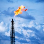 Natural gas falls amid mild weather forecasts