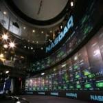 US stocks push higher on weak dollar
