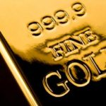 Gold falls as bears prevail, Fed stimulus outlook supports