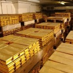 Gold trading outlook: futures climb as rate hike still not in sight, dollar lower